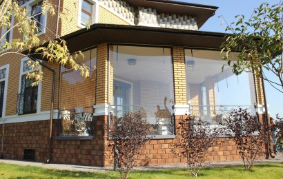 Мягкие окна для террас в загородном доме
