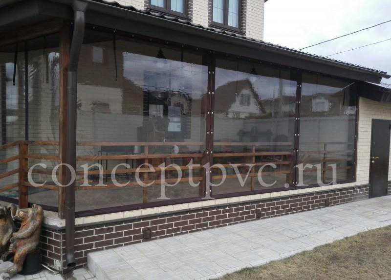 Мягкие окна из ПВХ очень функциональны и позволяют менять вид привычной террасы